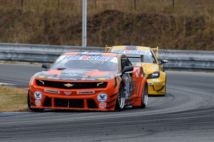 Solaris Motorsport returns to victory in EuroV8 Series