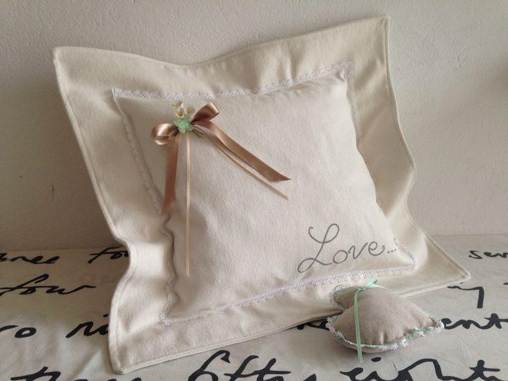 Cuscino con volant molto molto romantico e grazioso puntaspilli! Romantic style!!