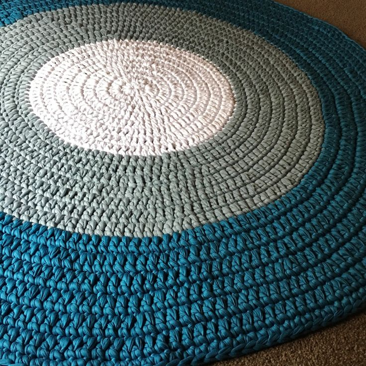 White grey and blue 1.2metre rug