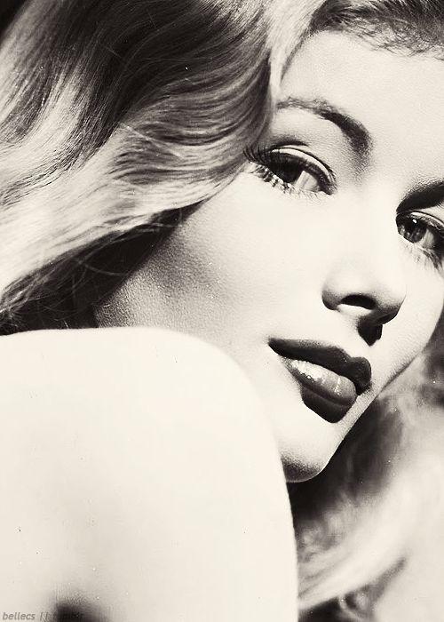 Veronica Lake                                                       …
