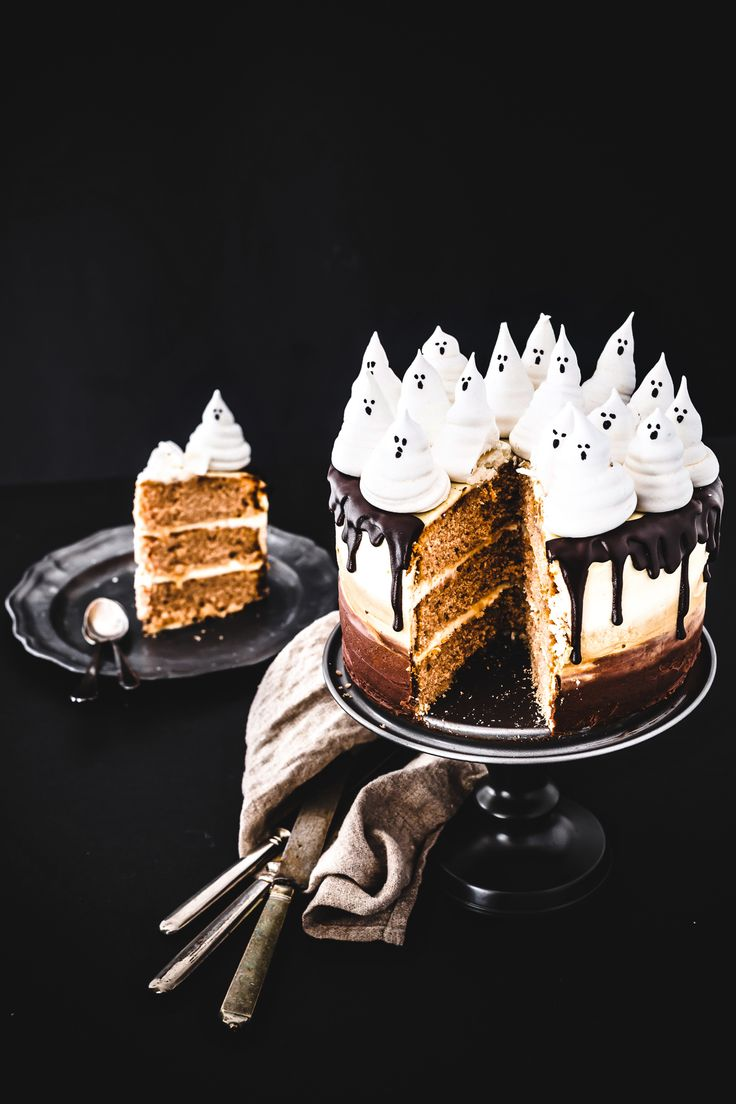OMBRE SPOOKY CHOCOLATE CAKE  - TORTA DI HALLOWEEN AL CIOCCOLATO -  HALLOWEEN - FOOD PHOTOGRAPHY - FOOD STYLING