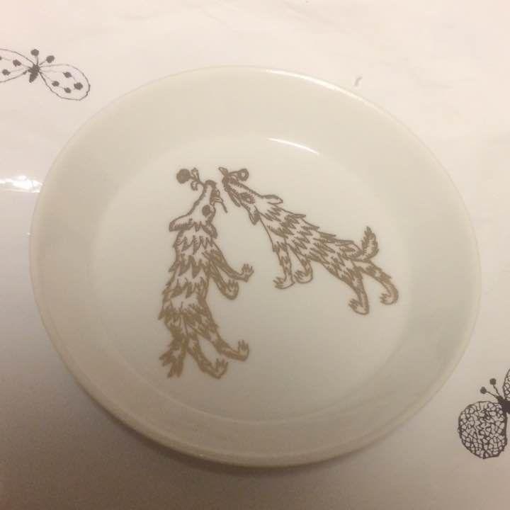 ノベルティの豆皿です。 未使用のまま保管しておりました。 素人所有品ですので完璧をお求めの方はご遠慮ください。 ネストローブ ニコアンド サマンサモスモス スタジオクリップ リンネル 鹿児島睦 内山太郎 小菅幸子 イイホシユミコ アクセサリートレイ