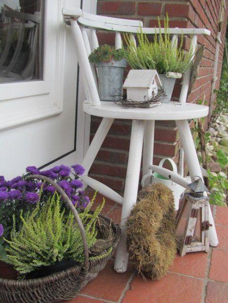 herbstliches stilleben aus erikaflanzen und astern etwas deko darf nat rlich auch nicht fehlen. Black Bedroom Furniture Sets. Home Design Ideas
