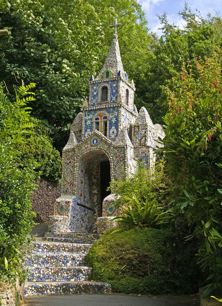 St. Martin Guernsey, constructed of broken china in Guernsey, located between England and France. ten of the most beautiful chapels in europe 03