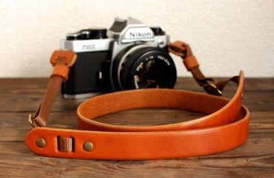 ナチュラルな革のカメラストラップ