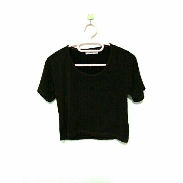 ลองเข้ามาดูสินค้า เสื้อครอป แขนสั้น คอกลม สีดำ ประกายทอง ขายในราคา ฿50 ซื้อได้ในแอพ Shopee ตอนนี้เลย! http://shopee.co.th/spimapae/165930777  #ShopeeTH