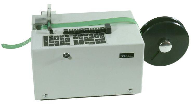 El Combitron es la primera calculadora de escritorio programable operativo que fue construido y vendido en Alemania (1966-1968). La primera de Combitron no tienen una interfaz externa, por lo que no era posible guardar programas escritos por el usuario en el almacenamiento externo. Los programas podrían imprimirse como un volcado hexadecimal que podría ser utilizado para volver a introducir el programa a través del teclado en su reanudación.