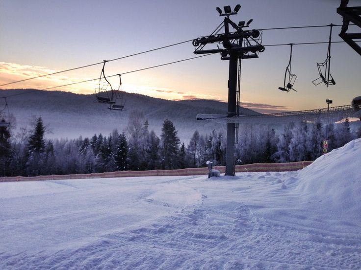 Stacja narciarska Tylicz - piękny zachód słońca. http://www.hotelklimek.pl/tylicz | Tylicz Ski Station - beautiful sunset. http://www.hotelklimek.pl/tylicz   #sport #winter #snow #skislopes #tourism #wintersports #śnieg #narty #narciarstwo #stoknarciarski #stoki