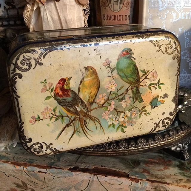 Antique Bird Tin.  This is gorgeous.  Wouldn't it be perfect with an Singer Treadle Sewing Machine?