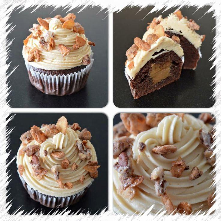 Chocolade cupcake, gevuld met caramel. Bovenop karamel crème en gecarameliseerde amandelen. Van ZUUT gebak!