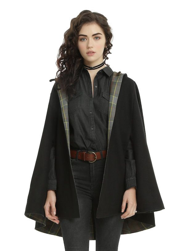 Um estilo ~rústico chic para o seu dia a dia :D A Hot Topic conseguiu pegar o tom rústico de Outlander, já que a estória se passa em 1743, e adaptá-lo para roupas mais modernas sem perder a essência da série. As roupas são discretas e agradam aos fãs pelos detalhes sutis - e a…