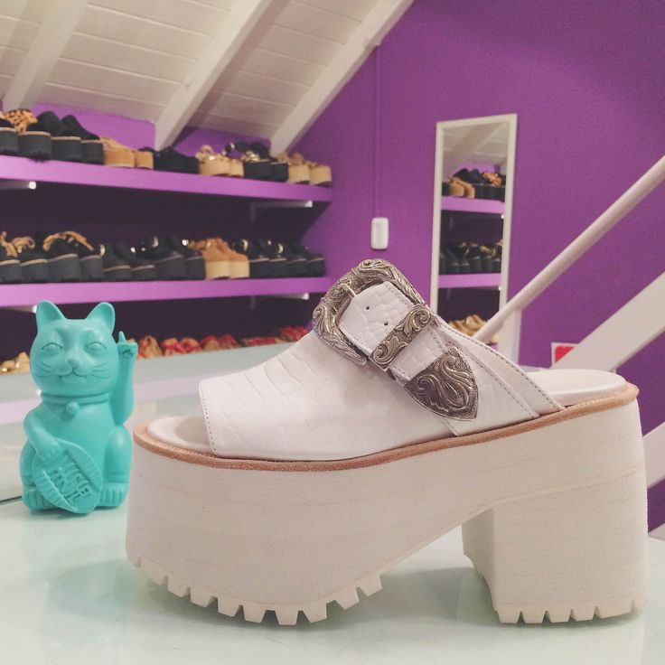 Anastasia cuero crocco blanco base blues super high
