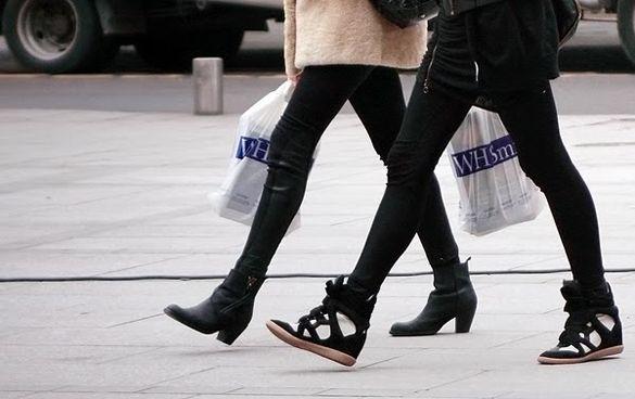 Isabel Marant sneakersMarant Wedges, Fashion, Marant Sneakers, Sneakers Wedges, Style Inspiration, Black And White, Street Style, Isabel Marant, Wedges Sneakers