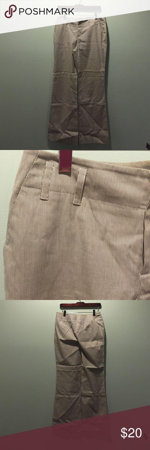EUC Banana Republic Size 6 Seersucker pants EUC Blue/White Banana Republic Size 6 Seersucker pants. Goes with blazer/vest, listed separately. 100% cotton. Banana Republic Pants Trousers