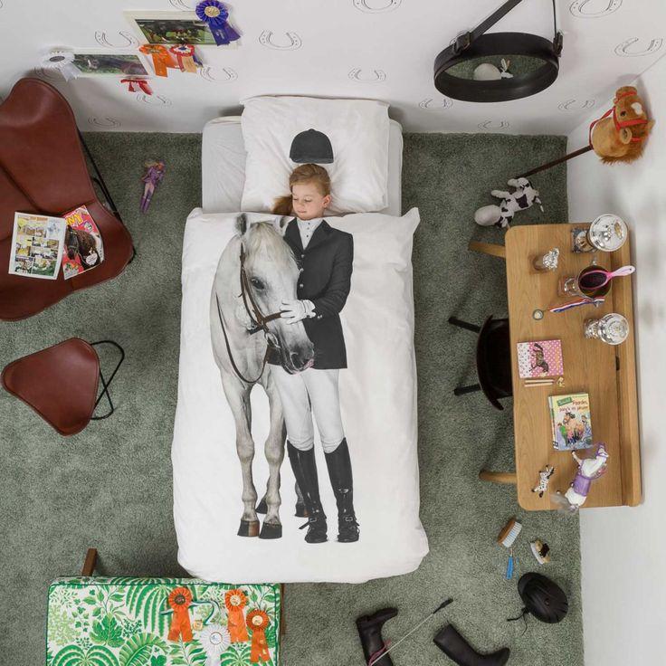 Ik 10 vilde heste vil kunne få dig ud af sengen. Sov i det blødeste sengesæt med print af hest og rytter, lige noget for heste pigen.