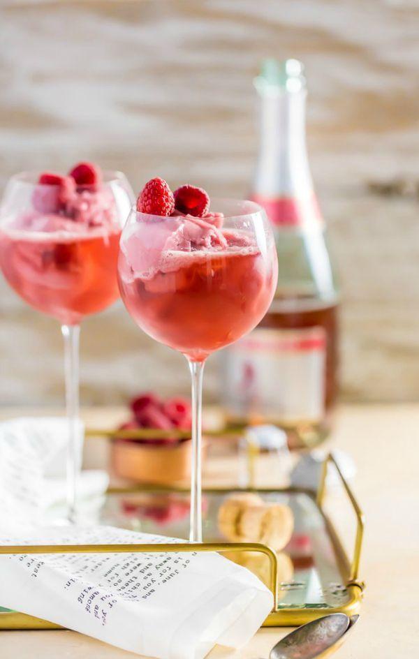 ホームパーティーや女子会に欠かせないものと言えば、スイーツとお酒ですよね。そこで今回は、この2つを同時に楽しめるアイスクリーム入りカクテルのレシピをご紹介します。