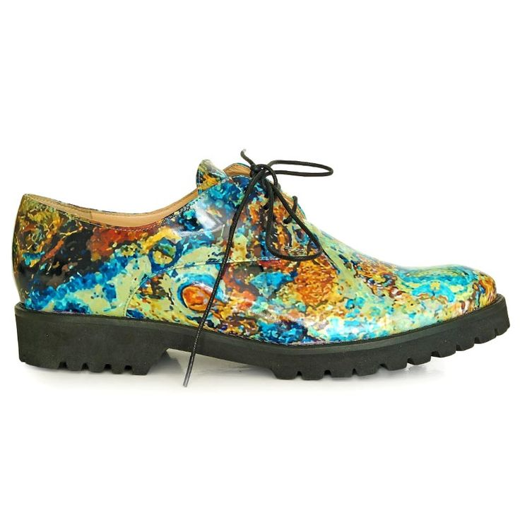 Rust inspiration flats made from natural printed leather. Microlight sole.