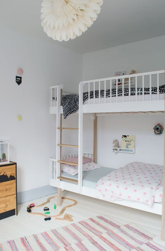 17 best ideas about shared kids rooms on pinterest small shared bedroom shared rooms and ikea. Black Bedroom Furniture Sets. Home Design Ideas
