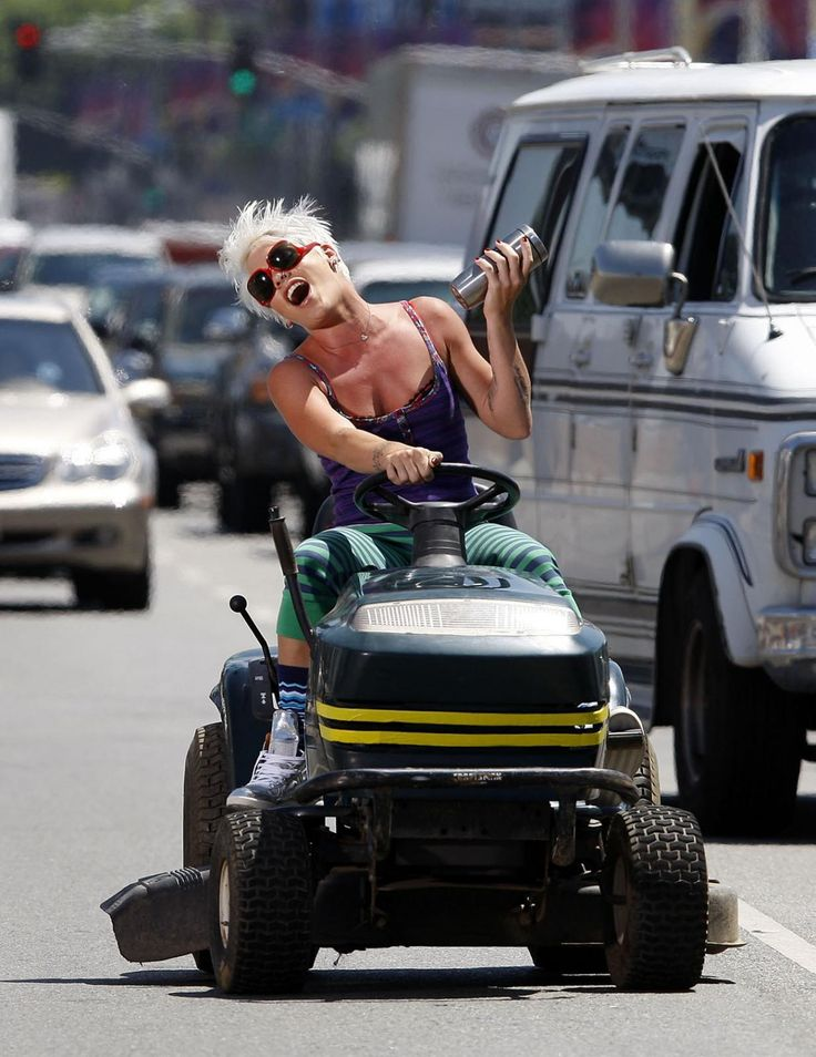 P!nk ♥   roll'n..they be hate'n