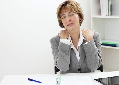 5 oefeningen om spanning in nek en schouders te verlichten - HLN.be
