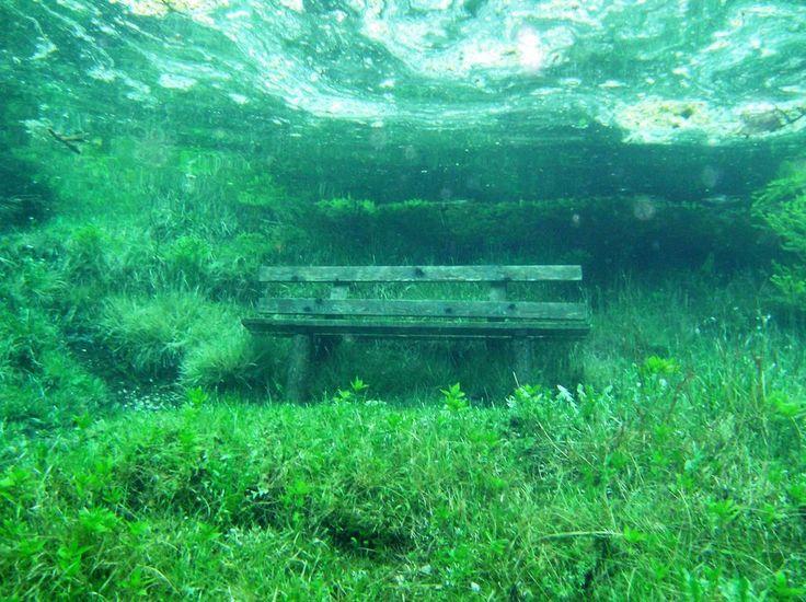 雪解け水がつくる神秘的な湖「グリーンレイク」