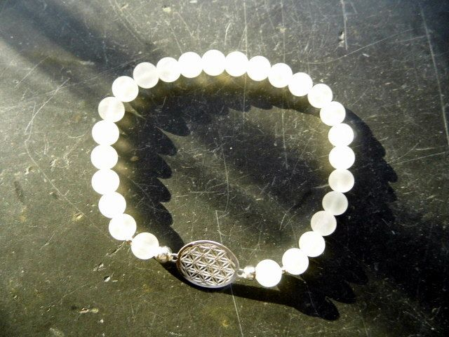 Armband, Bergkristall, matt, Blume des Lebens, Sterlingsilber, weiß von WaltrautvonRoda auf Etsy