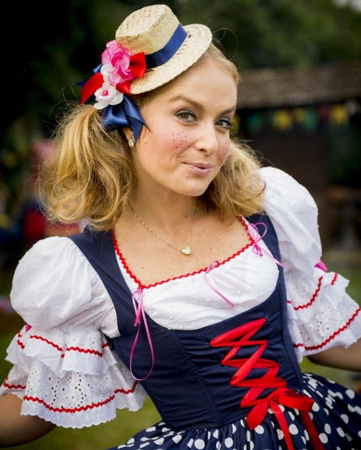 Vestida de caipira, Angélica apresenta programa - O Sul