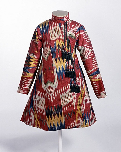 Boy's ikat-patterned robe, Uzbekistan, ca. 1860-1880. Silk.