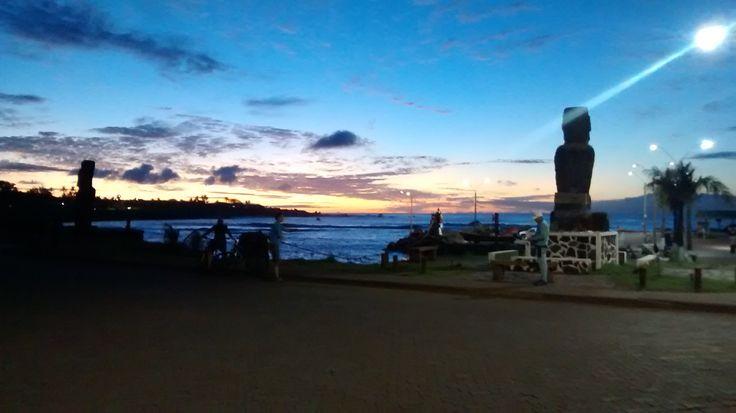 Hanga Roa de noche, Rapa Nui, Chile