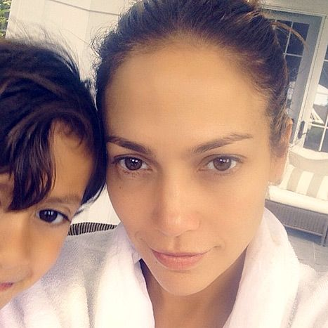 Beauty to the max! J.Lo uploaded a sweet picture of herself without makeup accompanied by her adorable son Max!