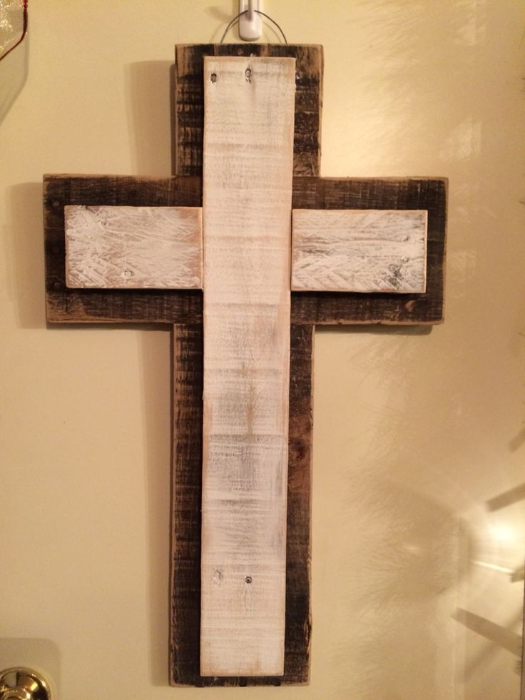 Cross made out of pallet wood.