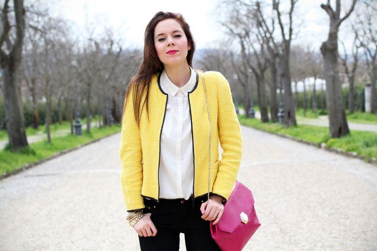 outfit | look | camicia bianca | ragazza | giacca gialla | borsa fucsia | skinny jeans | pantaloni neri | bvlgari | zara | rossetto fucsia