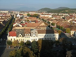 Saxon colonists, who settled here in 1206, helped develop the town into a flourishing medieval trading post. First mentioned in 1264 as Villa Bistiche, the name was later changed to Civitas Bysterce. Soon enough, Bistritz, as it was known to its German inhabitants, became one of Transylvania's most important Saxon citadels (Siebenbürgens).