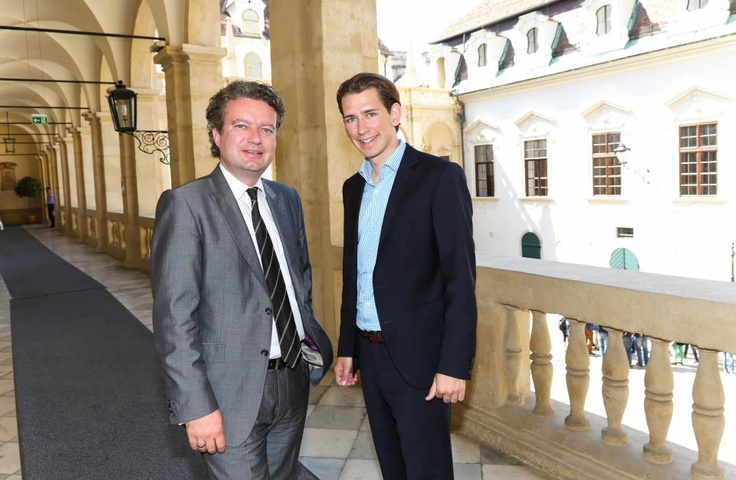 Sebastian Kurz  Hab heute im Landtagsklub Steiermark über Demokratie.Neu diskutiert. Hier ein Foto mit Christopher Drexler. Danke für die Gastfreundschaft ;-)