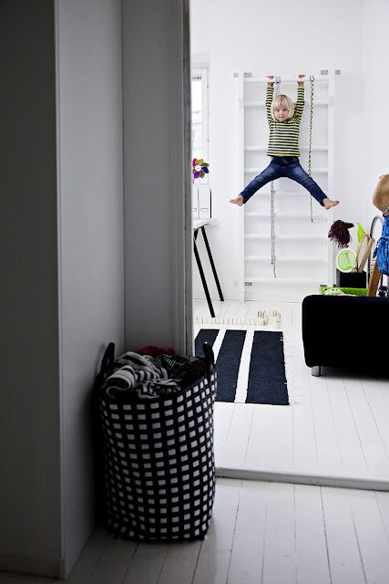 Climbing frame on concrete wall This apartment is minimalist Finnish. Source: Mrs. Jones to Deko #interior design #decor