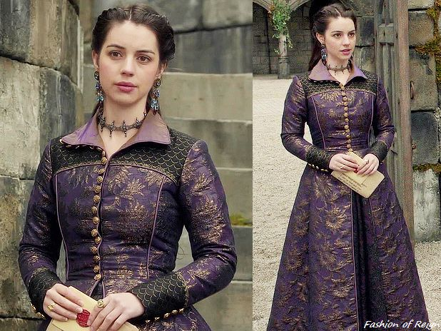 "In the episodes 3x01 (""Three Queens, Two Tigers""), 3x10 (""Bruises That Lie"", pictured) and 3x13 (""Strange Bedfellows"") Queen Mary wears this Reign Costumes custom made brocade coat."