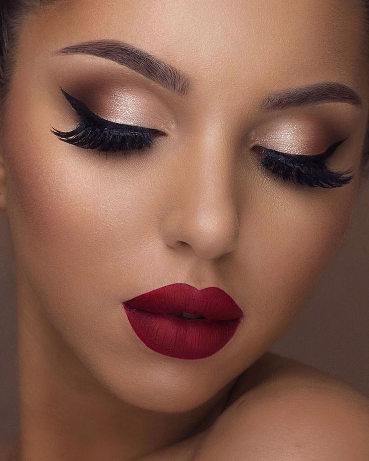 Classic glam ✨ @swetlanapetuhova wears our Epic Ink Liner, a pigmented and waterproof must have for your makeup bag! ❤️ || #nyxcosmetics #nyxprofessionalmakeup