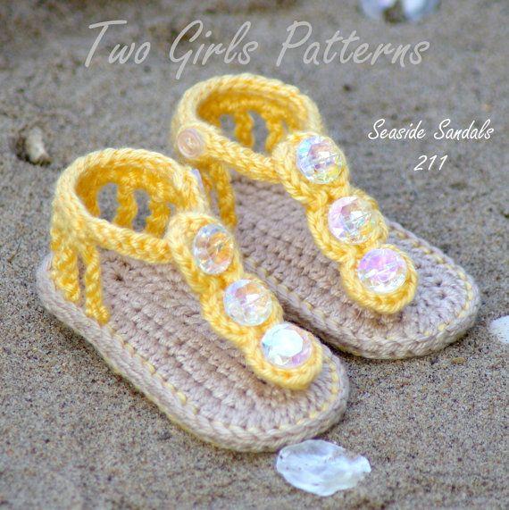 Patrón de ganchillo bebé sandalia 2 versiones por TwoGirlsPatterns