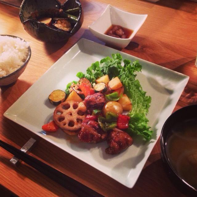 あーお腹いっぱい - 13件のもぐもぐ - 黒酢酢豚 with いんげんのおかか煮、さつまいもの甘煮、なすの甘辛煮、なまこ、さつまいも味噌汁 by yamamotoke