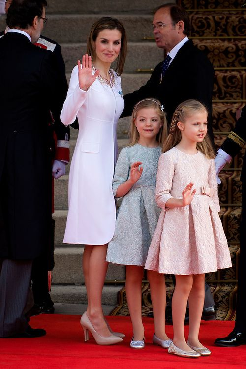 (L) Queen Letizia of Spain, Princess of Asturias, Leonor, and Infanta Sofia (C) arrives to Congress for the crowing, 19.06.2014.