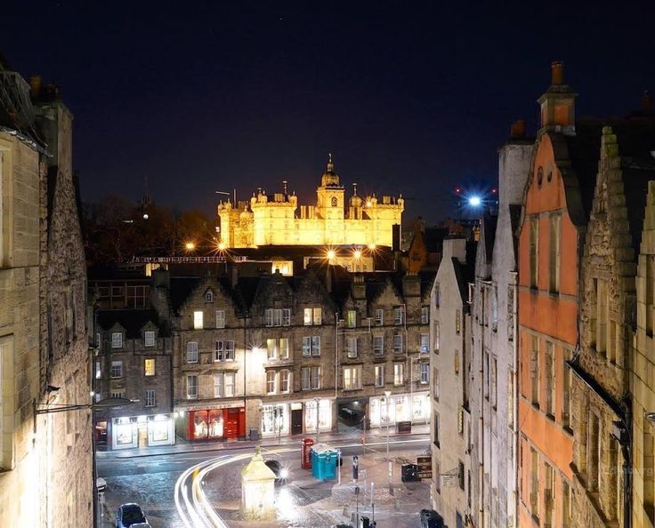 """""""Looking over to George Heriots from Victoria Terrace  #Edinburgh"""""""