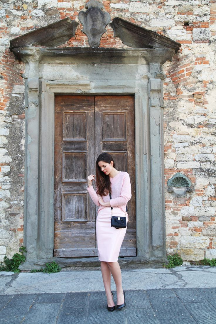 Pastel colors, Michael Kors Mini Hamilton bag and a pair of simple black decolletè. MORE ON: http://www.ireneccloset.com heels black pink outfit fashion blogger