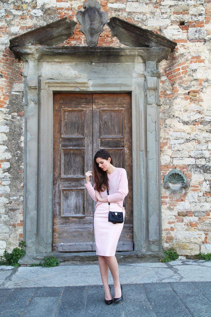 Pastel colors, Michael Kors Mini Hamilton bag and a pair of simple black decolletè. MORE ON: http://www.ireneccloset.com heels black pink outfit fashion blogger