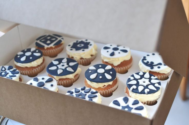 vanilly cupcakes navy and white