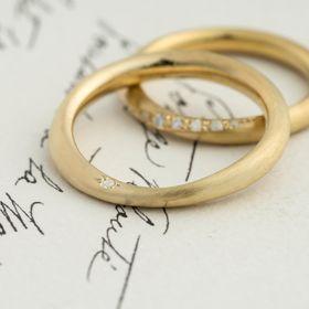 ゴールド,ダイヤモンド/マリッジリング:Corne(コルネ) 丸線から平角線へと変化しながらツイストするマリッジリング [K18 Gold ,marriage,ウエディング,wedding,ダイヤモンド,diamond]