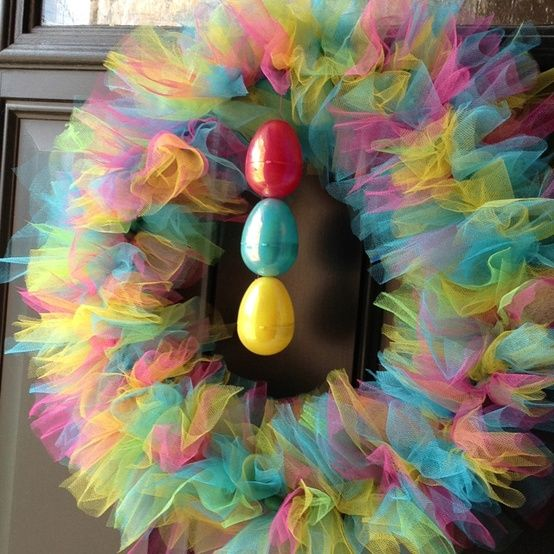 A totally different way to make a tulle wreath. This is really clever. Sort of hard to explain here. Detailed directions at the link. So pretty and spring-y.   Hopping Turtle: Springtime Tulle Wreath!