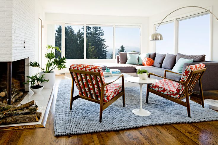 mcm living room dark grey sectional red print lounge chairs big windows: Jessica Helgerson, Living Rooms, Helgerson Interiors, Interiors Design, Mid Century, Accent Colors, Contemporary Living, Jessicahelgerson, Design Blog