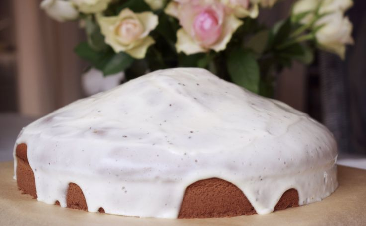 Ein feiner Kürbiskuchen nach amerikanischem Rezept, mit cremiger Buttermilch-Frischkäse-Glasur – damit wird jede Kaffeetafel etwas ganz besonders