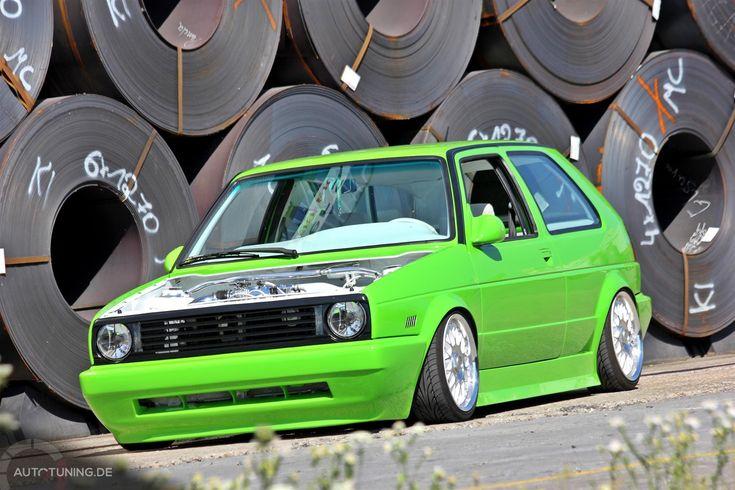 Grün, grün, grün... ist Josefs VW Golf 2. Josef ist allerdings kein Jäger sondern schraubt gern und was sein VW Golf 2 außer dem Giftgrün noch zu bieten hat, seht ihr hier.