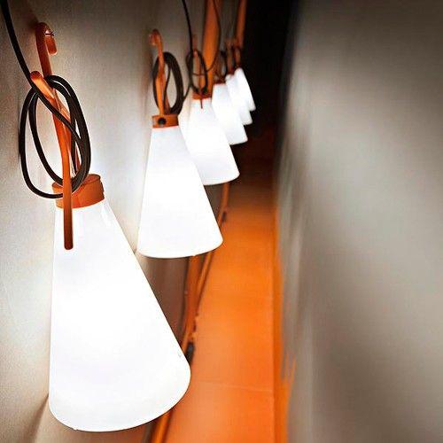 Spectacular D couvrez la lampe May Day Flos du designer Konstantin Grcic chez Uaredesign Flos